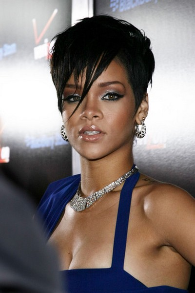http://justkar.files.wordpress.com/2009/11/rihanna-2009-blue-dress.jpg